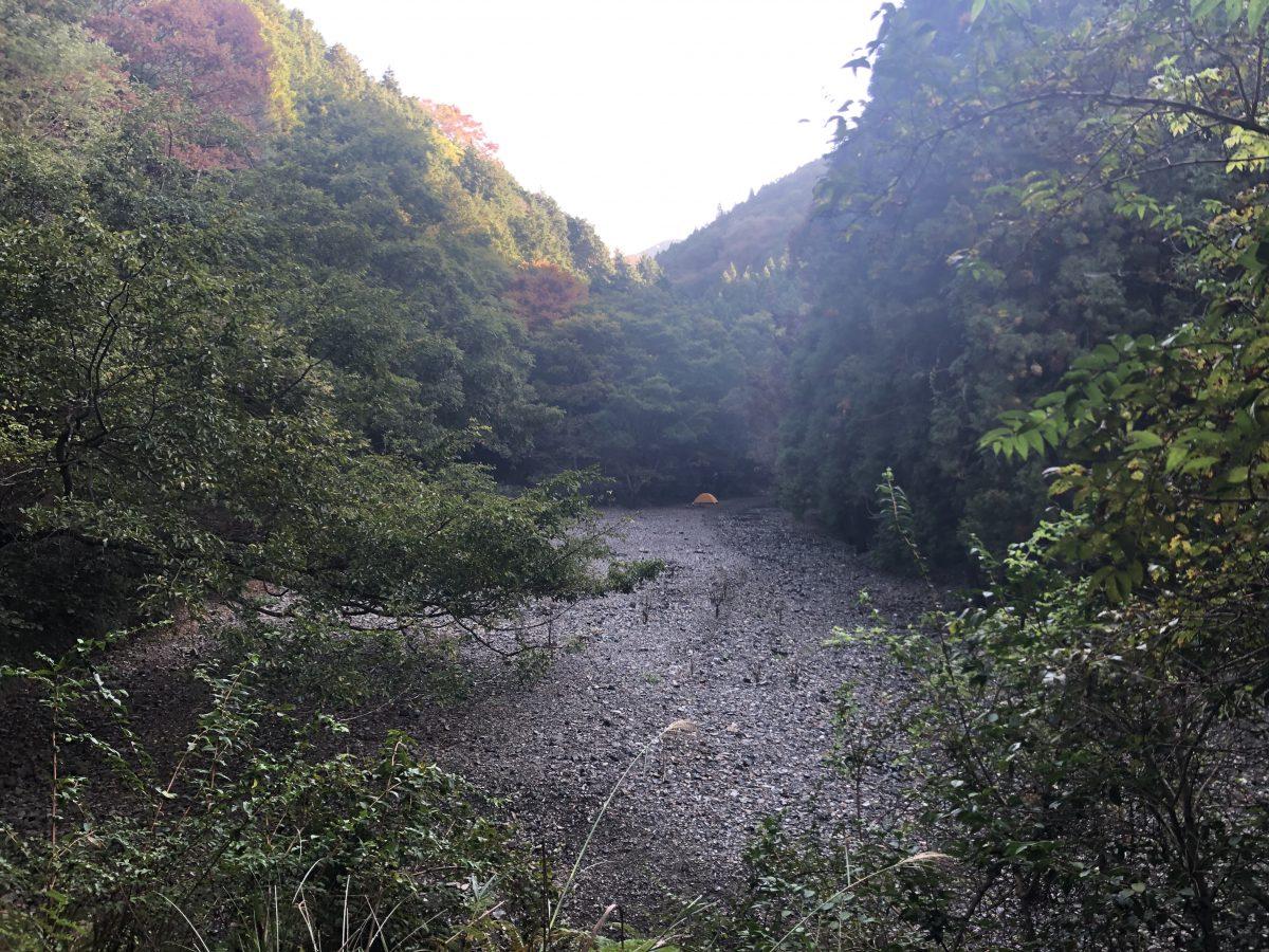 渓谷で野良キャンプ